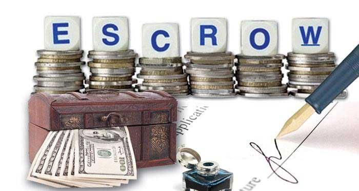 Доверителна Ескроу (escrow) сметка, все по често почва да се прилага, когато има риск за някоя от страните при сделка с недвижим имот. Банката се ангажира да влезе в ролята на довереник на клиентите и да следи за изпълнението на договорените условия, между купувачa и продавачa. Често такава сметка се използва, когато страните по сделката имат взаимоизключващи се интереси. Използването на този тип сметки позволява на купувачa, да извърши надлежна проверка преди закупуването на имота, ако има някакви съмнеия. Ескроу сметките, също така уверяват продавача, че средствата за закуване на имота са налице и купувачът е способен да извърши плащане.