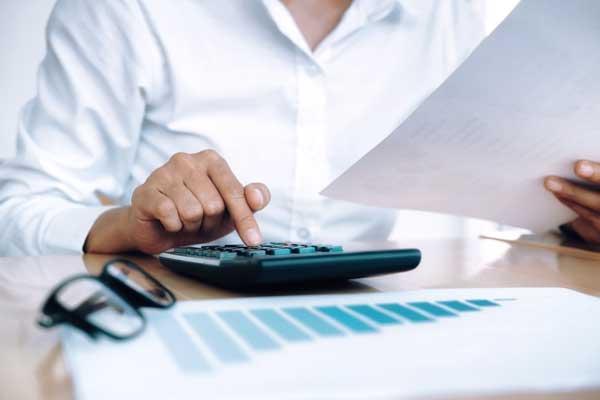 какво прави кредитен посредник